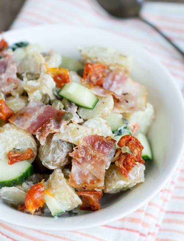 Aardappelsalade met komkommer, tomaatjes en spek | via BrendaKookt.nl