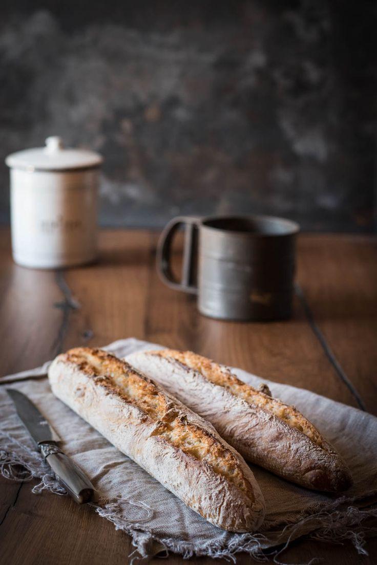 Baguette selbermachen? Zu aufwändig? Dieses Rezept für Baguette magique - knuspriges, hausgemachtes Baguette ist super einfach und macht fast keine Arbeit