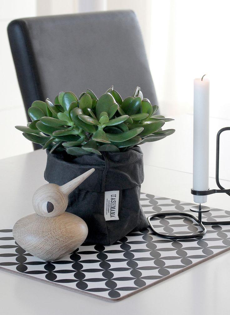 Placemat from Dekohem, bird Architectmade, candlestick Hay, flowerpot Uashmama