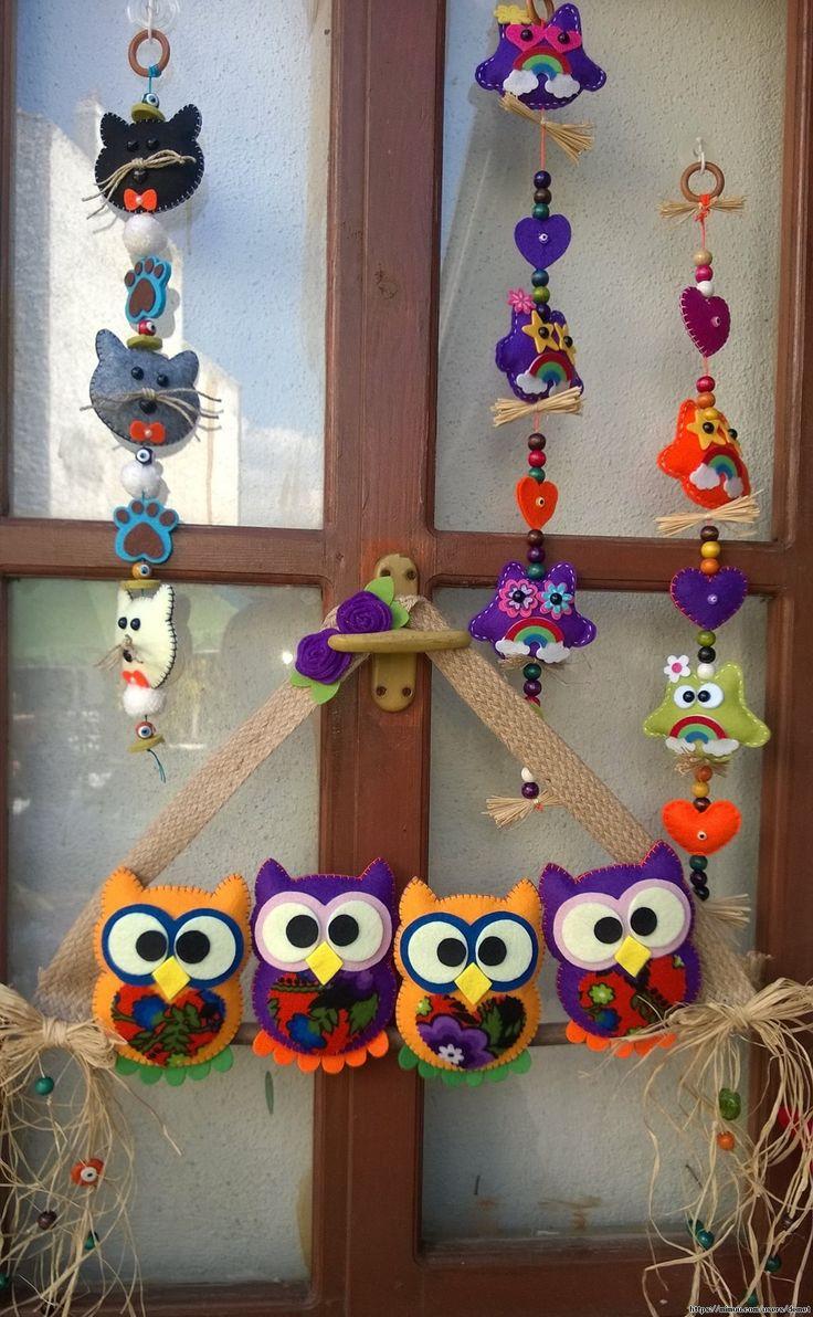 Baykuşlar 4'lü Tayfa , #keçebaykuş #keçekapısüsü #keçeodasüsü #keçesüs , Keçeden 3 boyutlu olarak çalışılmıştır. Baykuşların içi elyaf doldurularak elde dikilmiştir. Kumaş, ahşap boncuk, cam nazarlıklar, doğ...