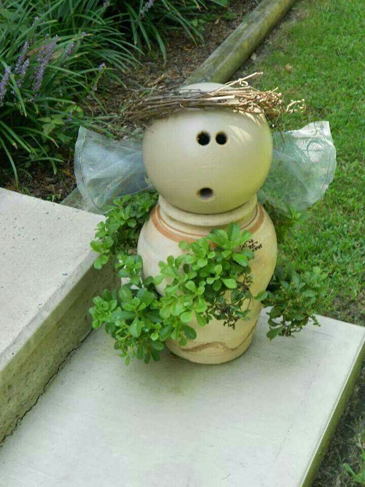 I just love this little chubby cheeked angel! You need a strawberry terracotta pot, an old bowling ball to fit the opening, some fine mesh screening (used in windows) and a bit of grapevine for the halo. Sand the bowling ball to a flat finish. Spray both the strawberry pot and ball the same light terra cotta color. Plant your berries, hot glue your wings and halo!