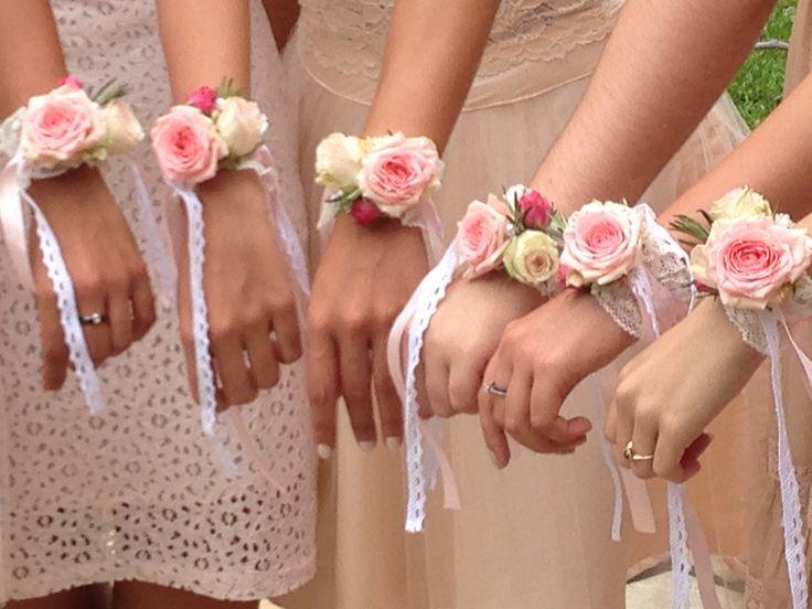 bracelets des demoiselles d'honneur, pour remplacer les traditionnels bouquets