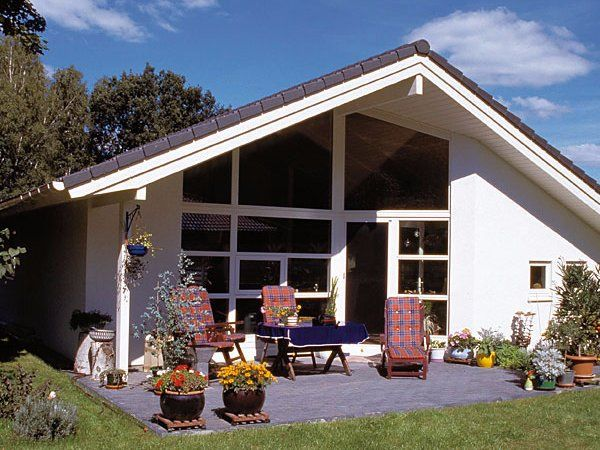 best 20 holzhaus bungalow ideas on pinterest holzhaus bauen schwedenhaus bauen and d nische. Black Bedroom Furniture Sets. Home Design Ideas