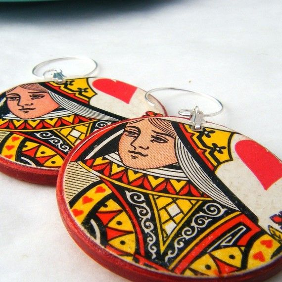 Playing card earrings mod podged onto old poker chips...cool idea.