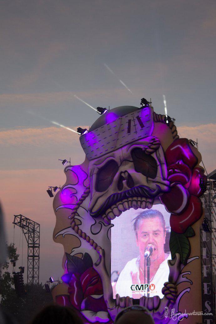 Faith No More au Hellfest 2015 sous un beau coucher de soleil
