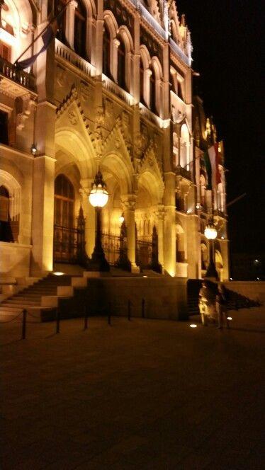 Parlament - Főbejárat ( Oroszlánok nélkül )
