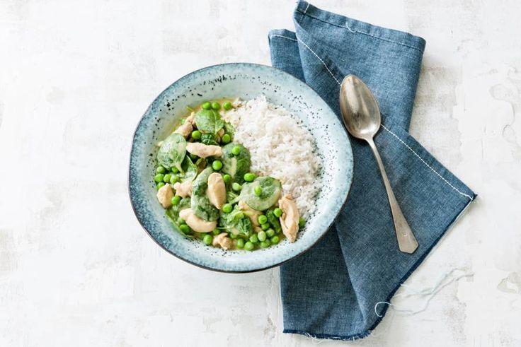 Kijk wat een lekker recept ik heb gevonden op Allerhande! Pittige groene curry met erwten, spinazie en kip