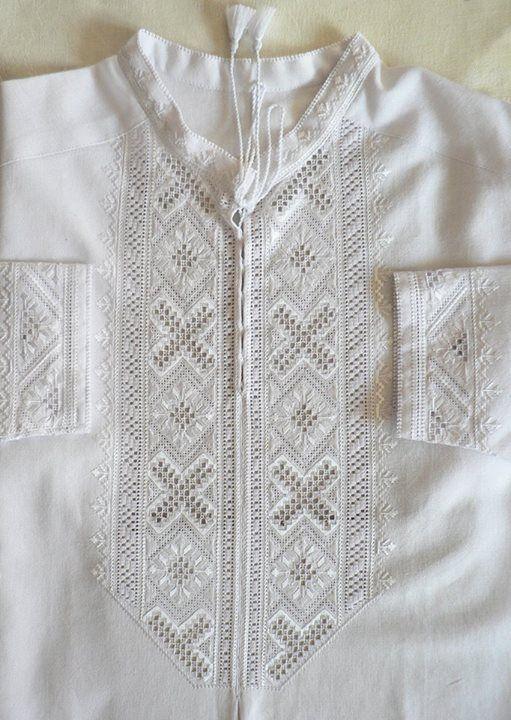 Ukrainian embroidered folk men's shirt. Українська чоловіча вишиванка. Украинская вышивка.