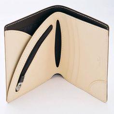 【Vintage Revival Productions(ヴィンテージ リバイバル プロダクションズ)】AIR WALLETの商品詳細ページです。30gの超軽量ながら、高いデザイン性と機能性を誇る二つ折り財布。美しくなめらかなヌメ革を使用。