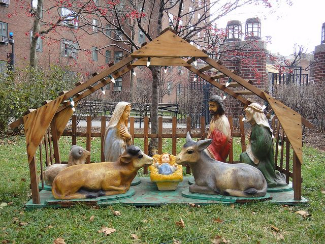 Outdoor nativity scene new york city 2011 public for Outdoor christmas scenes