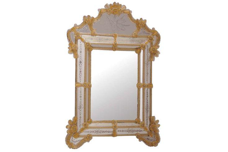 #specchio #vetro #murano. Specchio in vetro di Murano lavorato a mano dal maestro Daniele Biasin. > www.danielebiasin.it/portfolio-items/specchio-in-vetro-di-murano-e-oro/?portfolioID=10997