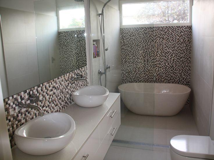 Die besten 25+ Freestanding bath with shower Ideen auf Pinterest - freistehende badewanne raffinierten look