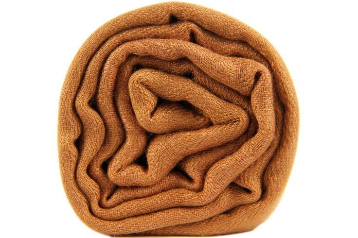 L'écharpe marron cuivrée aux reflets chauds, rare et intenses.