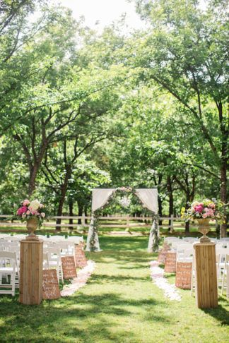 Don't miss this amazing Garden Wedding in Arizona for dreamy outdoor wedding decor idea! http://www.confettidaydreams.com/garden-wedding-in-arizona/