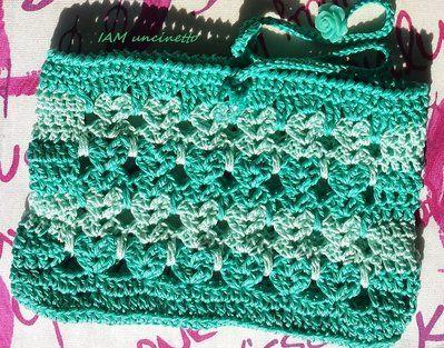 """Bustina porta tutto (cellulare, fazzoletti) in cotone lavorato all'uncinetto a """"punto gattini"""" in due toni di verde. Crochet green purse or case. Handmade. Made in Italy"""
