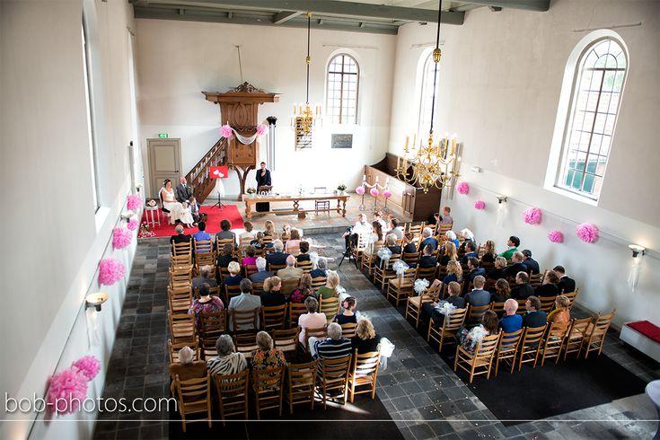 Kerkelijk huwelijk Het witte kerkje Terheijde. Bob-photos.com
