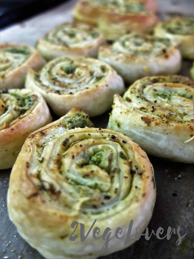 New Year's Eve is getting close. It's time for some food for this special night that will satisfy everybody, not only vegans. Tofu strikes again:) Delicious and easy to make puff pastry rolls with tofu and green pesto. Have you … Czytaj więcej