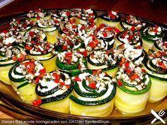 Eingelegte Zucchiniröllchen