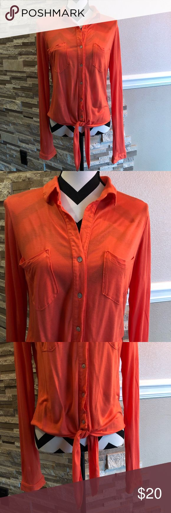 531d8849050 Liz Claiborne Sleeveless Split Crew Neck Woven Blouse – Rockwall Auction