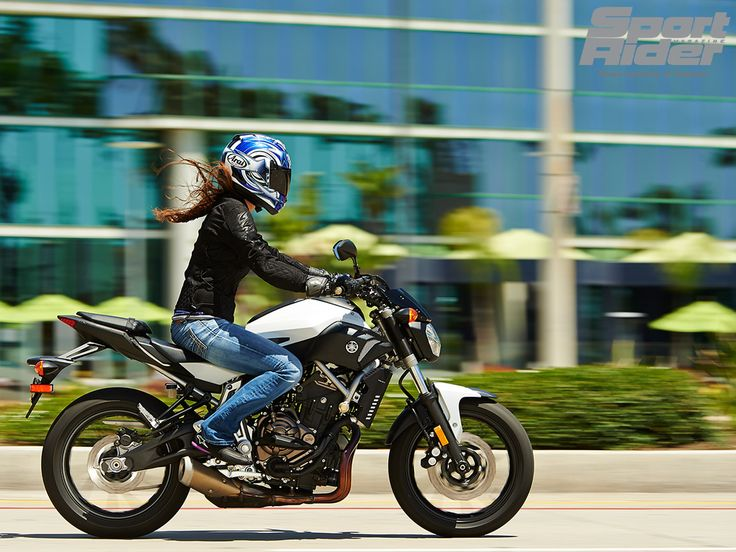 Photos 2015 yamaha fz 07 first look women and bikes for Yamaha motorcycles for women