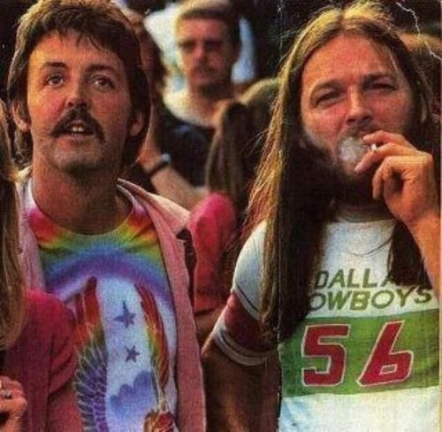 Paul McCartney and Dave Gilmour at a Led Zeppelin concert. Question is: Is Macca wearing a Wings t-shirt?