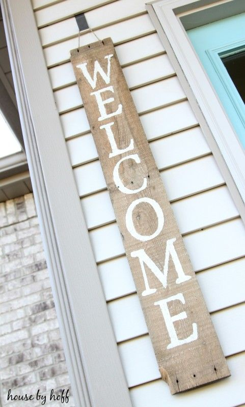 super easy rustic welcome sign -- would be great with fall colors or sayings!