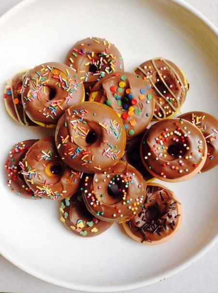 Формат мини для макси сластен! Коробочка замечательных мини-пончиков от Мистера Кекса - это настоящий праздник! Яркие, вкусные и такие необычные. Успейте заказать порцию наших мини-десертов по летней цене: 60 мини-пончиков за 600 рублей!  http://misterkeks.ru/index.php?route=product/product&path=61&product_id=74  #пончики #митеркекс #доставкапончиков #минипончики #властелинколец #выпечка #рецепты