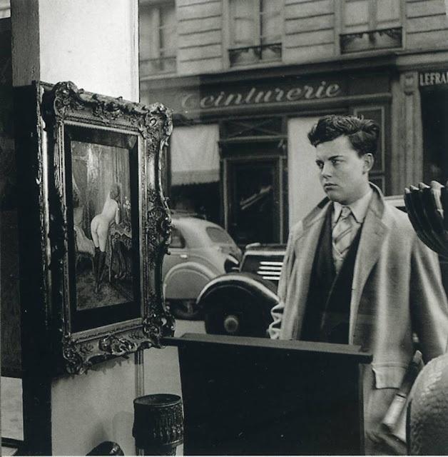 Robert Doisneau – Tableau de Wagner dans la vitrine de la Galerie Romi, rue de Seine, Paris 6e – 1948
