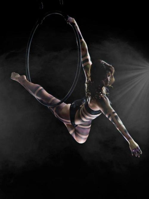kind of loving this apparatus! aerial hoop, lyra