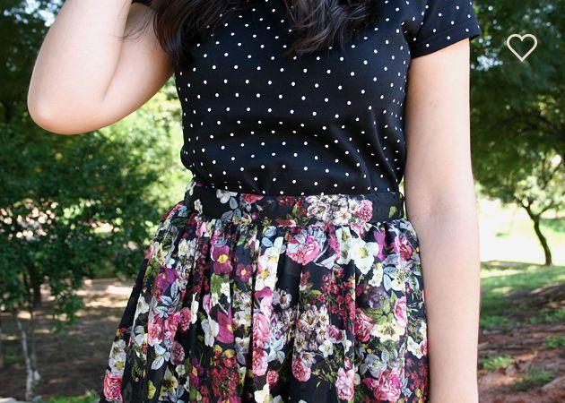 saia floral, camiseta poás preta e branca. estampas. floral skirt, black and white polka dots. http://simpleness.com.br/
