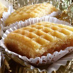 makrout aux amandes cuisson au four ...ce matin je vous dévoile la recette de maman...