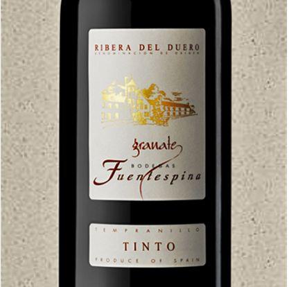 O Fuentespina Granate Tempranillo 2011 representa a região mais tradicional da Espanha - Ribera Del Duero - e também a uva mais festejada do país, a Tempranillo.