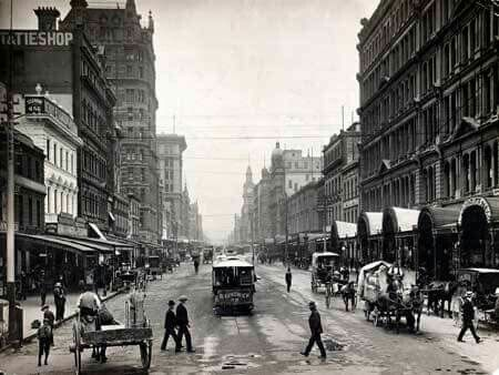 Elizabeth St,Melbourne looking north in 1900.