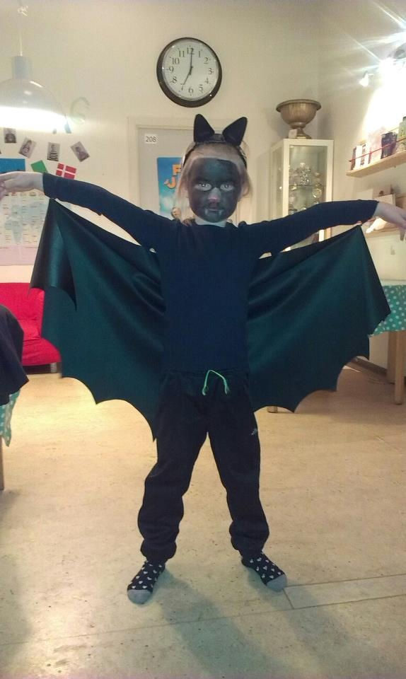 This Year´s costume for the Danish tradition Fastelavn. Just used some fakt leather to cut out bat wings and attached them 3 places on a black sweater. Then I added a hairband (elastic) to put on the arms. At last I made ears using a old hairband. Took about 2 ours total