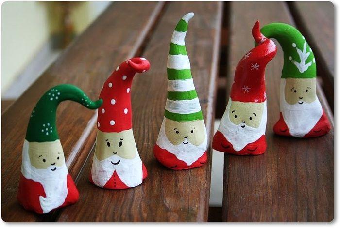 Сделаем с детьми рождественских гномиков из соленого теста