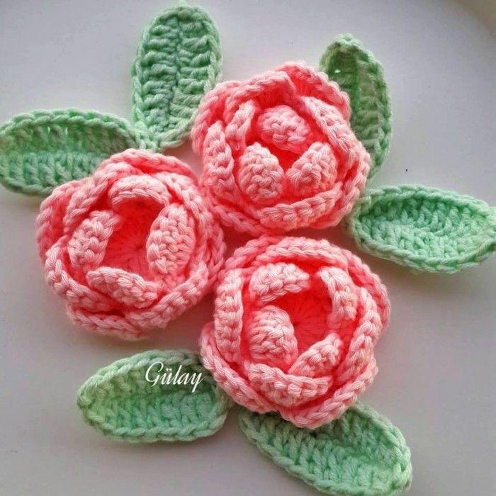 Rose Facile au crochet. Voir comment faire une rose au crochet. Personnalisées vos bonnets, écharpes, sac a main etc avec ces jolies roses.