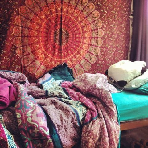 hippie bedroom: Idea, Wall Hanging, Color, Bedrooms Design, Pillows Pet, Wall Tapestries, Bohemian Bedrooms, Dorm Rooms, Boho