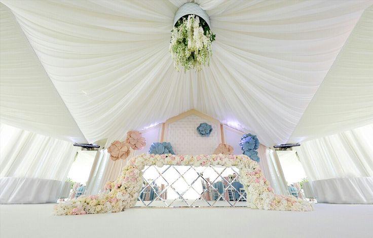 Wedding couple table, mirror, wedding table, wedding reception, decor jennyart, flowers, wedding flowers, decor by Jennyart Event Design