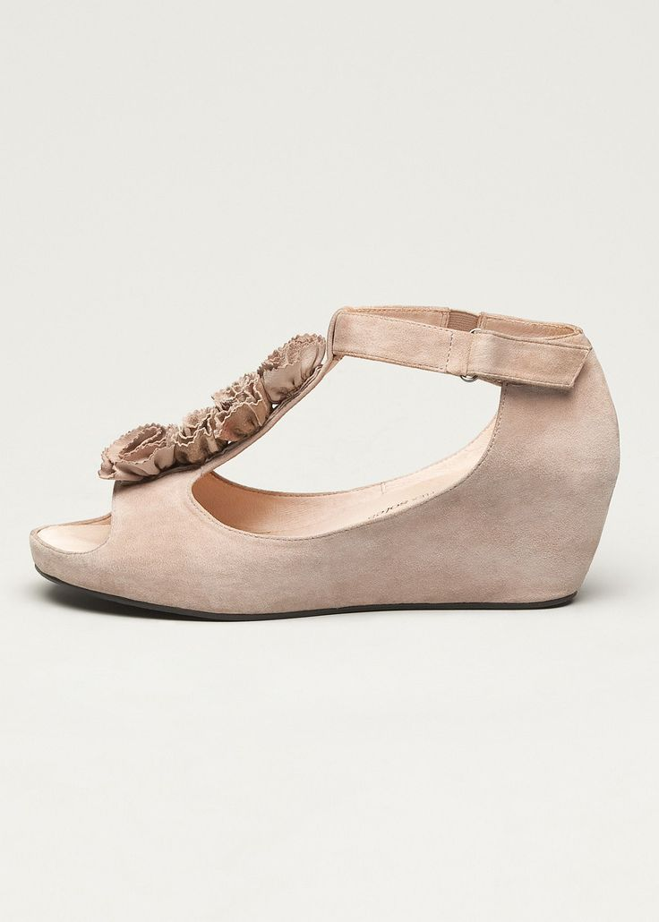 #TS14+ Bouquet Wedge #plussize #curvy #footwear