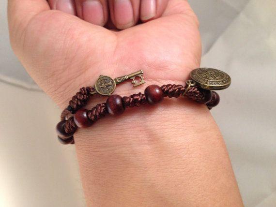 Bracelete con la medalla de San Benito y llave