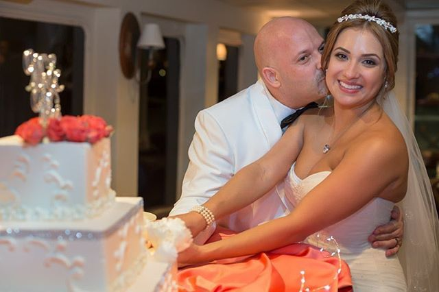 Time for a #tbtwedding image! Kathy and Lazaro put on a spectacular wedding day. Everyone had a blast and #salsa music was on tap.. Being have #colombian and #puertorican with parents from #calicolombia and #poncepuertorico makes me #100%salsa  Book me for your 2018 2019 and 2020 Weddings here in #southflorida #cartagena #puertorico or anywhere #worldwide - #destinationweddings are my #specialty and I offer #weddingphotography #paymentplans and #incentives to #book me for your #wedding…