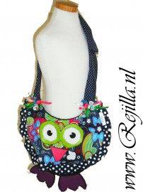 Leuke hippe heup tas voor hippe meiden. De tas heeft een grote flap die over de opening heen valt.