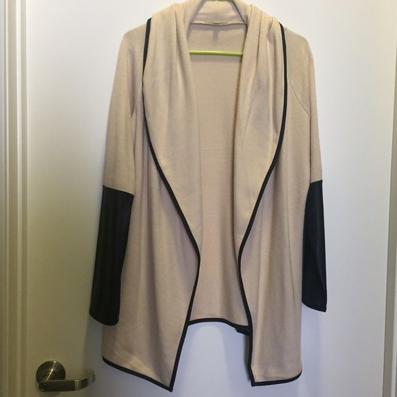 GIANNI BINI Cream Cardigan with Black Faux Leather Belt this cardigan over liquid leather leggings and a chambray top for a look that is on-trend and unmatched! The knit is a medium weight. Gianni Bini Sweaters Cardigans