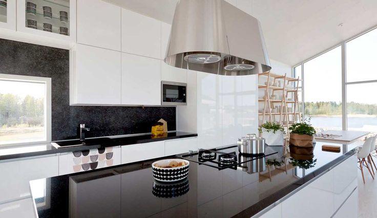 Pelkistetty keittiö on huippuluokan toimivuudellaan selkeä ja yksinkertainen. Lisäämällä ServoDrive moottoroidut laatikot ja ovinostimet nostat keittiösi uudelle aikakaudelle.