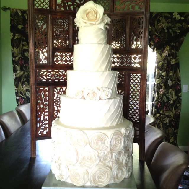Ivory Rose wedding cake for Jordi and Jordan's wedding: Jordans, Rose Wedding Cakes, Ivory Rose, Jordan S Wedding