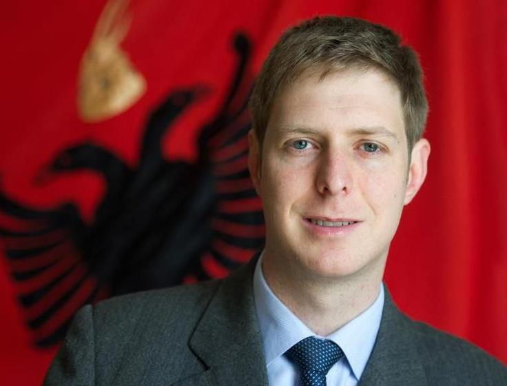 Bildergebnis für zogu königshaus albanien, denkmal tirana