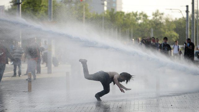 Istanbul: Taksim Gezi Park protesters attacked by police with tear gas and water cannon