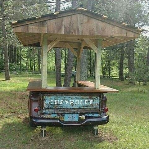 Love this! What a great idea for a rustic outdoor bar. Shared by www.highroadorganizers.com