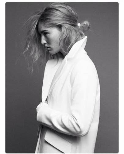 Dit beeld was een uitgangspunt voor de styling van de shoot, lange jas en rommelig haar