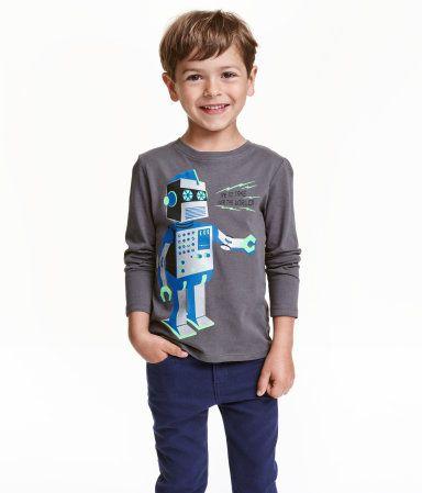 """Tøj i str 104 - især bluser og trøjer med """"sejt"""" tryk fx robotter, dinosaurer, superhelte og dyr :)"""